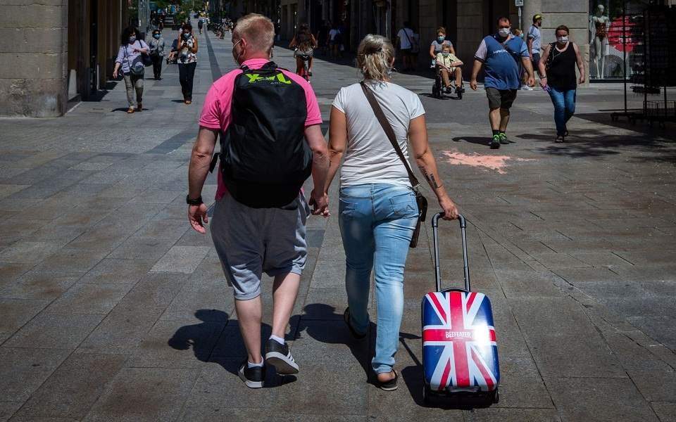 Μπαράζ ακυρώσεων μετά το βρετανικό μπλόκο στην Ελλάδα