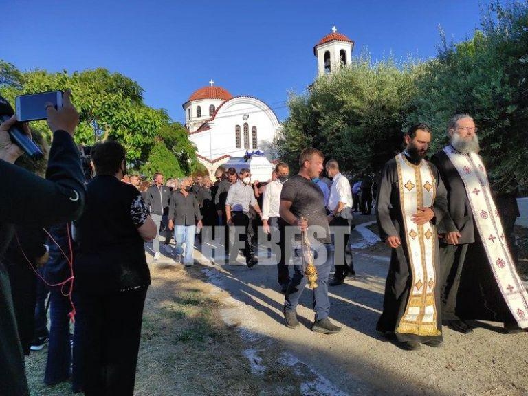 Τάσος Μπερδέσης: Ο σπαραγμός της μητέρας του πυγμάχου στην κηδεία | tanea.gr