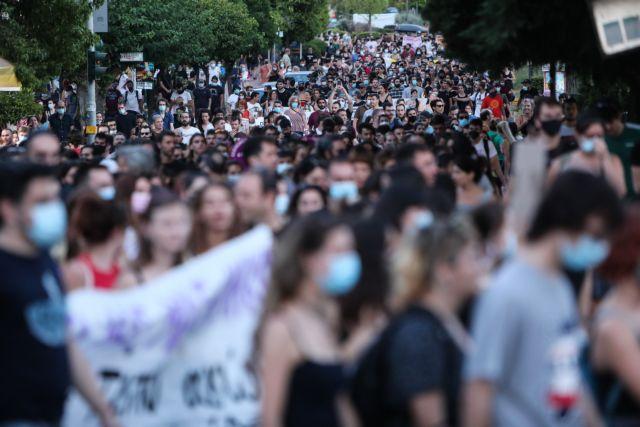 Ανατριχιαστική η κατάθεση της 19χρονης: «Η καραντίνα με γλίτωσε και από άλλους βιασμούς»   tanea.gr