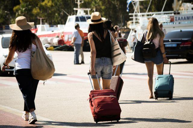 Μετακινήσεις: Μεγάλες ουρές στο λιμάνι του Πειραιά – Πώς θα ταξιδέψετε με πλοίο   tanea.gr