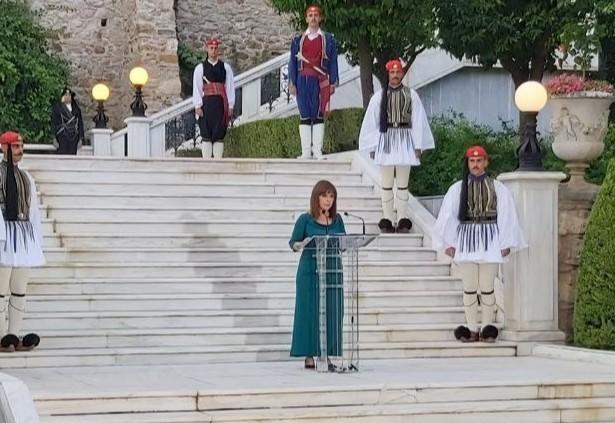 Η δεξίωση στο Προεδρικό Μέγαρο για την αποκατάσταση της Δημοκρατίας | tanea.gr