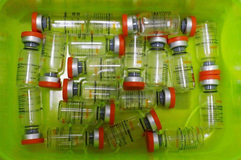 Νέα μελέτη: Εξαπλασιασμός αντισωμάτων από τον συνδυασμό εμβολίων | tanea.gr