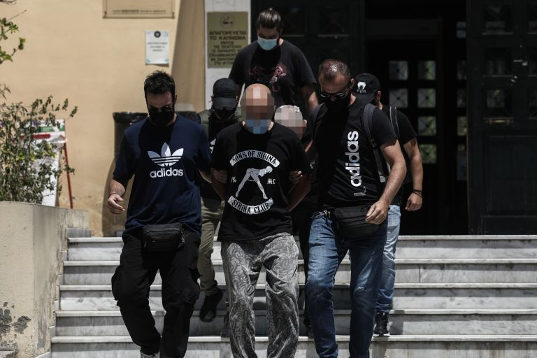 Ηλιούπολη: Συγκέντρωση διαμαρτυρίας στα δικαστήρια όπου απολογούνται οι κακοποιητές της 18χρονης   tanea.gr
