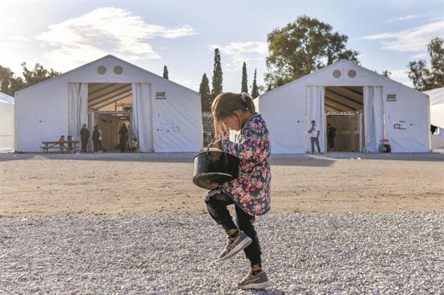 Μειώνονται οι πρόσφυγες, κλείνουν οι δομές | tanea.gr