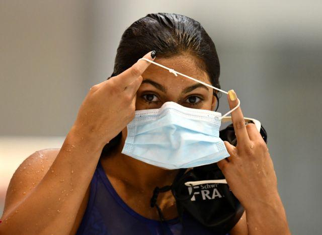 Κοροναϊός: Η Δέλτα κάνει επιτακτική την επαναφορά της μάσκας | tanea.gr