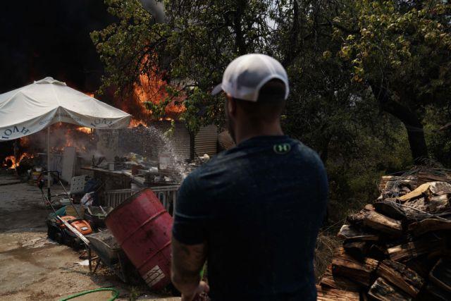 Φωτιά στη Σταμάτα: Σε ΚΑΤ και Αγ. Ολγα μεταφέρθηκαν τραυματίες | tanea.gr