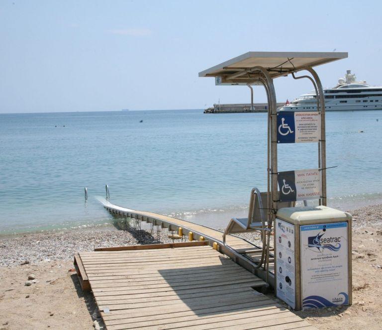 Δήμος Πειραιά: Σύστημα πρόσβασης στην παραλία Βοτσαλάκια για άτομα με αναπηρία   tanea.gr