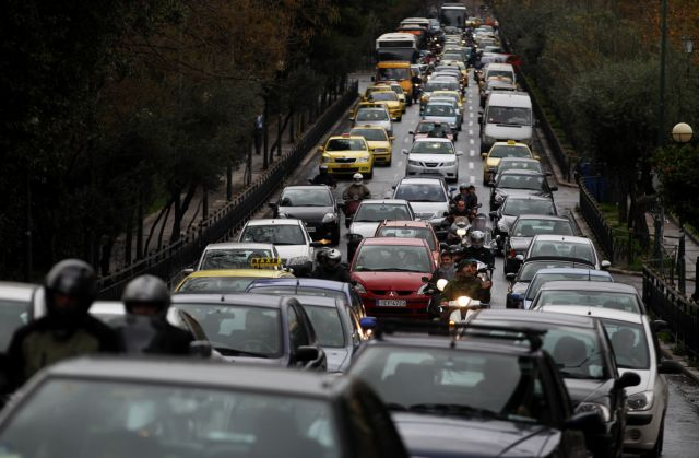 Κυκλοφοριακό χάος στον Κηφισό – Καραμπόλα τεσσάρων οχημάτων   tanea.gr