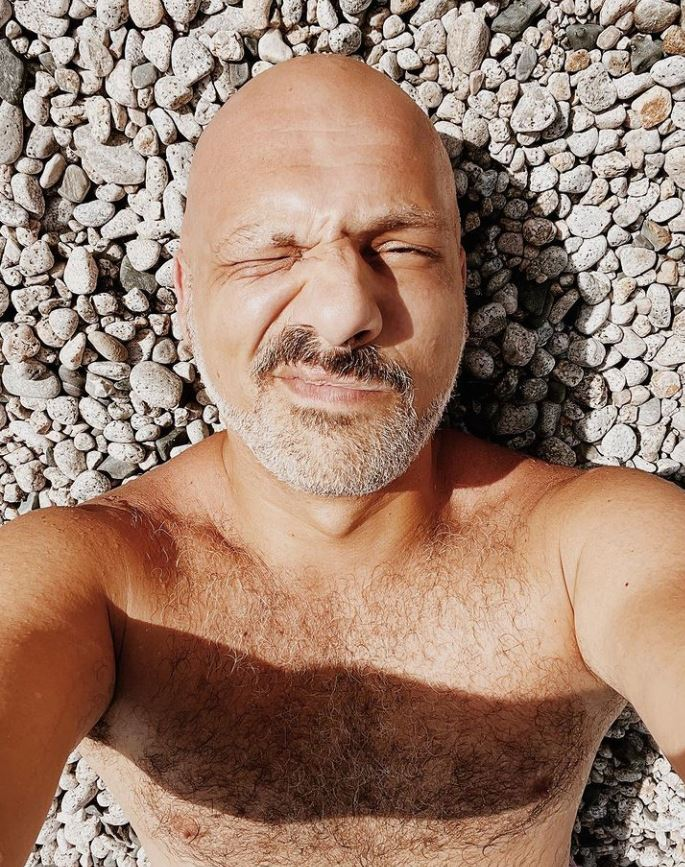 Νίκος Μουτσινάς – «Είμαι χαρούμενος και κανένας δεν μπορεί να με εμποδίσει»   tanea.gr