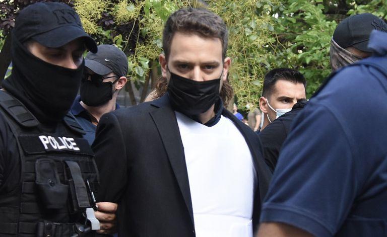 Μπάμπης Αναγνωστόπουλος: Από τη μεζονέτα των Γλυκών Νερών στο κελί των 12 τετραγωνικών | tanea.gr
