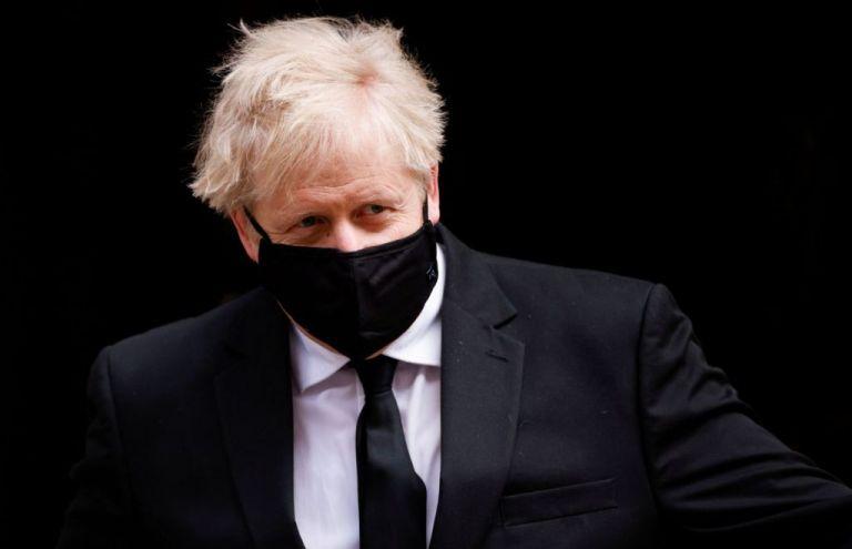 Βρετανία: O Τζόνσον ανακοινώνει σήμερα σχέδιο χαλάρωσης του lockdown | tanea.gr