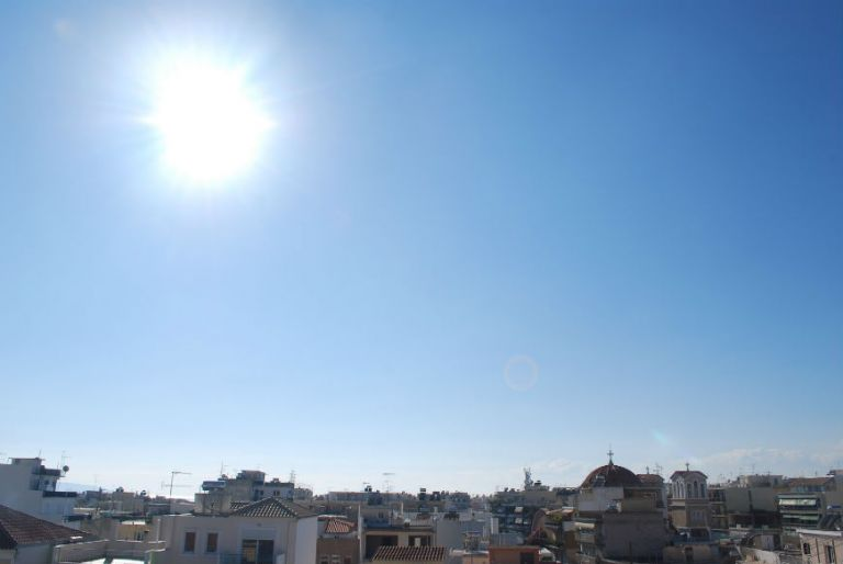 Καιρός: Αποπνικτική η ατμόσφαιρα από τον συνδυασμό καύσωνα και σκόνης - Πού υπάρχει κίνδυνος πυρκαγιάς   tanea.gr