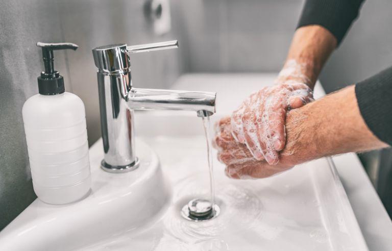 ΕΟΦ: Ανακαλεί καθαριστικό χεριών   tanea.gr