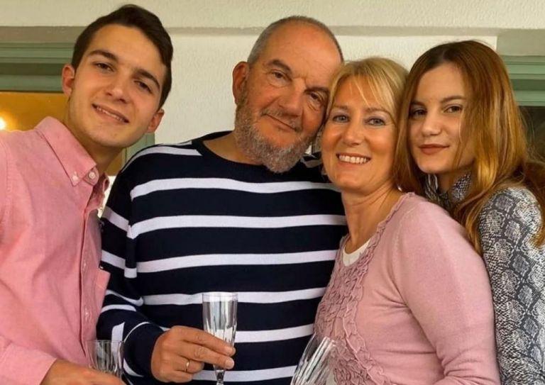 Κώστας Καραμανλής – Νατάσα Παζαΐτη: Η συγκινητική οικογενειακή φωτογραφία | tanea.gr