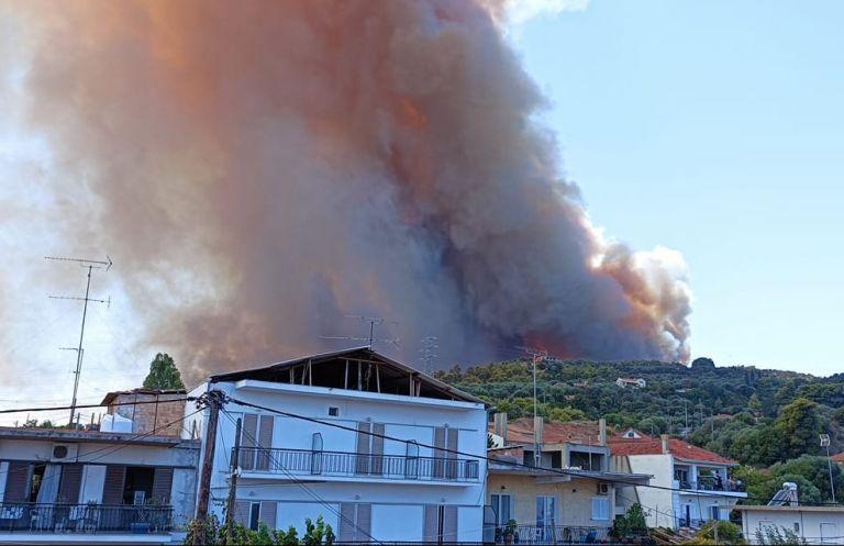 Ζήρια Αχαΐας – Εκκενώνονται τέσσερις οικισμοί, απομακρύνθηκαν λουόμενοι | tanea.gr