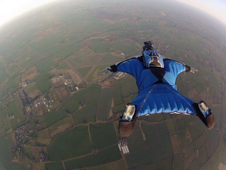 Καρέ - καρέ η επιχείρηση εντοπισμού του αεροπτεριστή που σκοτώθηκε κάνοντας wingsuit | tanea.gr