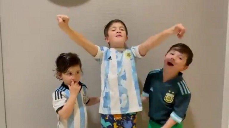 «Τρελάθηκαν» οι γιοι του Μέσι με την κούπα   tanea.gr