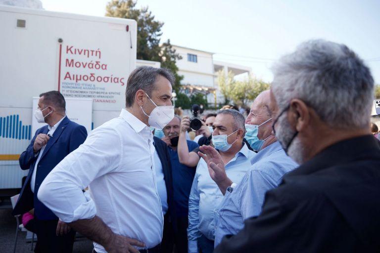 Μητσοτάκης: Κινητές μονάδες για μαζικό εμβολιασμό στα ξενοδοχεία | tanea.gr