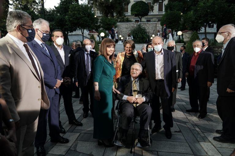 Τι έγινε στο Προεδρικό Μέγαρο: Οι συζητήσεις στα πηγαδάκια, τα πειράγματα, οι όμορφες παρουσίες   tanea.gr