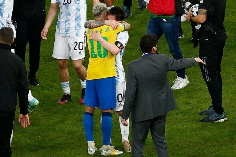 Νεϊμάρ σε Μέσι: «Συγχαρητήρια αδερφέ μου, το ποδόσφαιρο περίμενε αυτή τη στιγμή»   tanea.gr