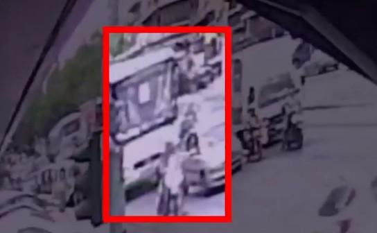 Νίκαια: Βίντεο ντοκουμέντο από την τραγωδία με την 6χρονη | tanea.gr
