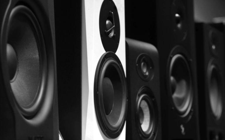 Summer parties με τα πιο δυνατά speakers για την TV σου! | tanea.gr