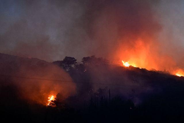 Σάμος: Νύχτα κόλαση στο νησί από την πύρινη λαίλαπα - Ενισχύονται οι δυνάμεις της πυροσβεστικής | tanea.gr