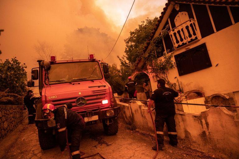 Φωτιές στην Εύβοια – Μαρτυρία κύπριου εθελοντή πυροσβέστη – «Ποτέ ξανά δεν νιώσαμε τόση δυσφορία» | tanea.gr
