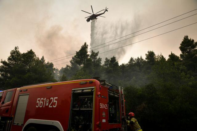 Εύβοια – Ανεξέλεγκτη η φωτιά – Εκκενώνεται και το Μαρμάρι – Σε ετοιμότητα πλοία | tanea.gr