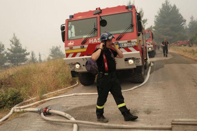 Βόρεια Εύβοια – Μάχη με τις αναζωπυρώσεις – Με δεξαμενόπλοιο μεταφέρουν νερό για τα πυροσβεστικά   tanea.gr