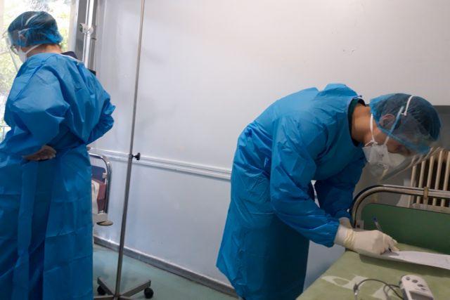 Συναγερμός για τις αντοχές του ΕΣΥ στην πανδημία - Ποια νοσοκομεία ασφυκτιούν ήδη - Πότε αναμένεται η κορύφωση | tanea.gr