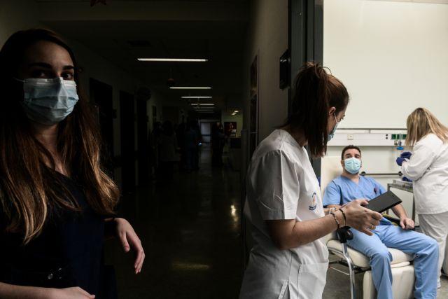 Δικηγόρος ανεμβολίαστων υγειονομικών – Η αναστολή εργασίας παραβιάζει σημαντικά δικαιώματα | tanea.gr
