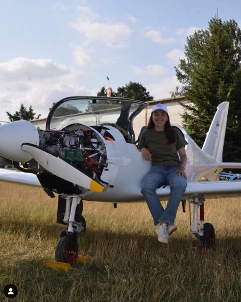 Ζάρα Ράδερφορντ – Η 19χρονη πιλότος που θα πετάξει μόνη της σε ολόκληρο τον κόσμο   tanea.gr