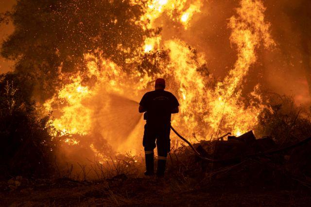 Φωτιές – Σε κρίσιμη κατάσταση δύο εθελοντές πυροσβέστες με εισπνευόμενο έγκαυμα   tanea.gr
