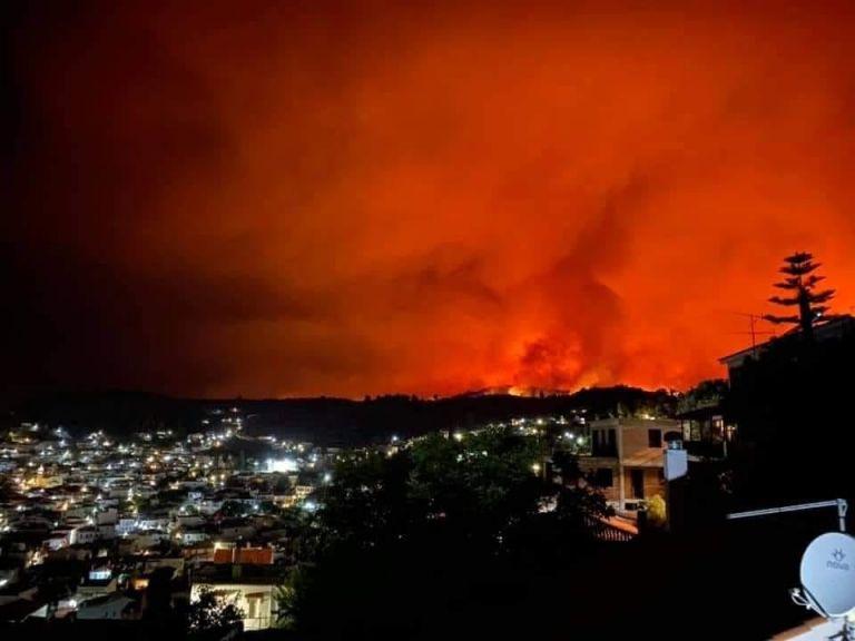 Φωτιά στην Εύβοια – Οι φλόγες πλησιάζουν τη Μονή Οσίου Δαυίδ   tanea.gr