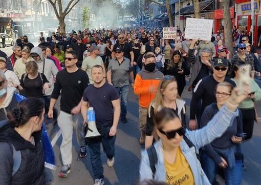 Επεισόδια στη Μελβούρνη σε συλλαλητήριο κατά του lockdown | tanea.gr