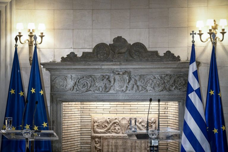 Η «εσωτερική αναδιάταξη» στο Μαξίμου έφερε νέα επίθεση από την αντιπολίτευση | tanea.gr