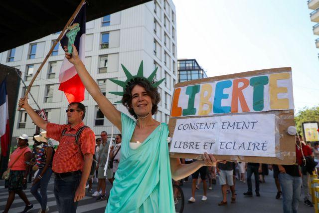 Γαλλία – 250.000 διαδηλωτές κατά του υγειονομικού πάσου | tanea.gr