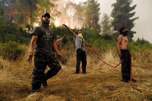 Φωτιά – Στη μάχη με τις φλόγες και οι εθελοντές δασοπυροσβέστες   tanea.gr