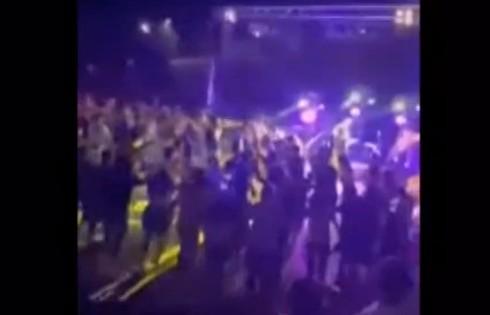 Ποιος κοροναϊός; – Μεγάλη συναυλία με συνωστισμό και χορό στη Λιβαδειά   tanea.gr