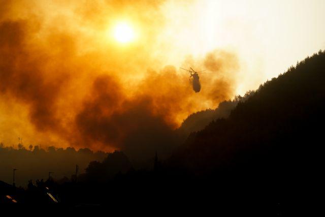 Φωτιά στην Ηλεία – 100 εγκλωβισμένοι στο χωριό Κλάδεος   tanea.gr