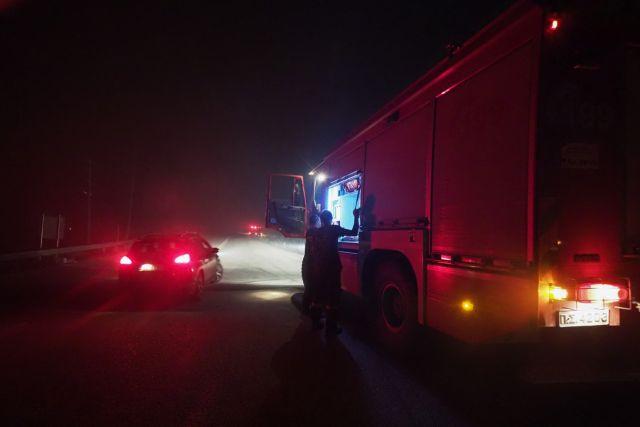 Οι φλόγες μπήκαν στην Ιπποκράτειο Πολιτεία και απειλούν σπίτια   tanea.gr