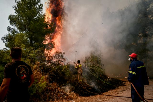 Φωτιές στην Αττική – Συνεχείς αναζωπυρώσεις σε Πάρνηθα και Ιπποκράτειο Πολιτεία | tanea.gr