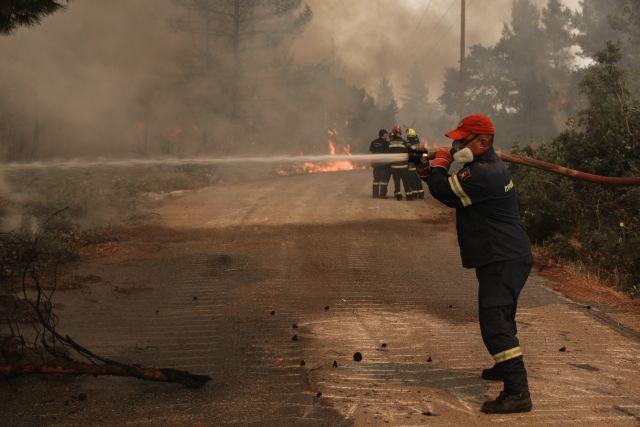 Φωτιά στη Γορτυνία – Αποχαιρέτησαν με συρτάκι τους γάλλους πυροσβέστες | tanea.gr