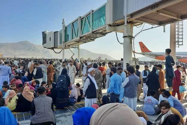 Αφγανιστάν – Με αίμα βάφεται η εγκαθίδρυση των Ταλιμπάν – Τουλάχιστον πέντε νεκροί στο αεροδρόμιο της Καμπούλ   tanea.gr