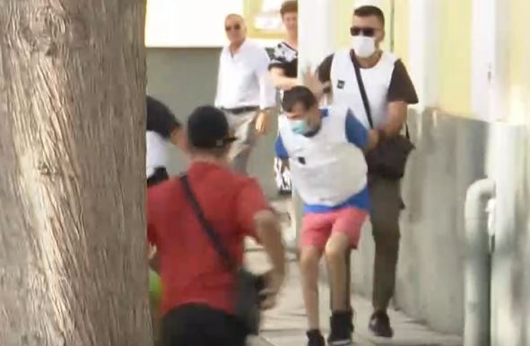Daphne-Të afërmit e 31-vjeçarit sulmuan vrasësin e burrit jashtë Evelpidon |  tanea.gr