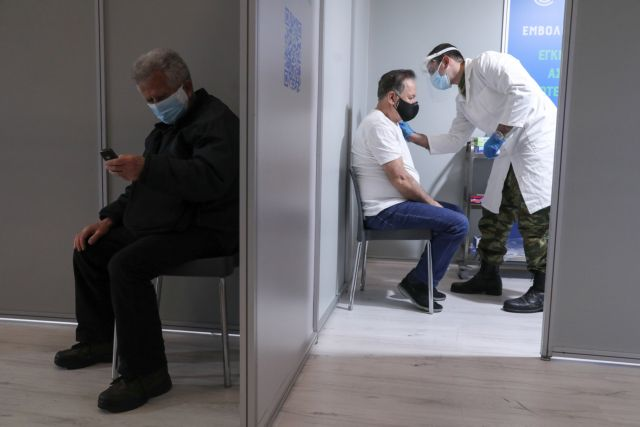 Αντιδράσεις προκαλεί το κυβερνητικό «μπλόκο» στους ανεμβολίαστους | tanea.gr