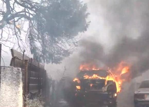 Φωτιά στη Βαρυμπόμπη – Μέσα στα σπίτια οι φλόγες | tanea.gr