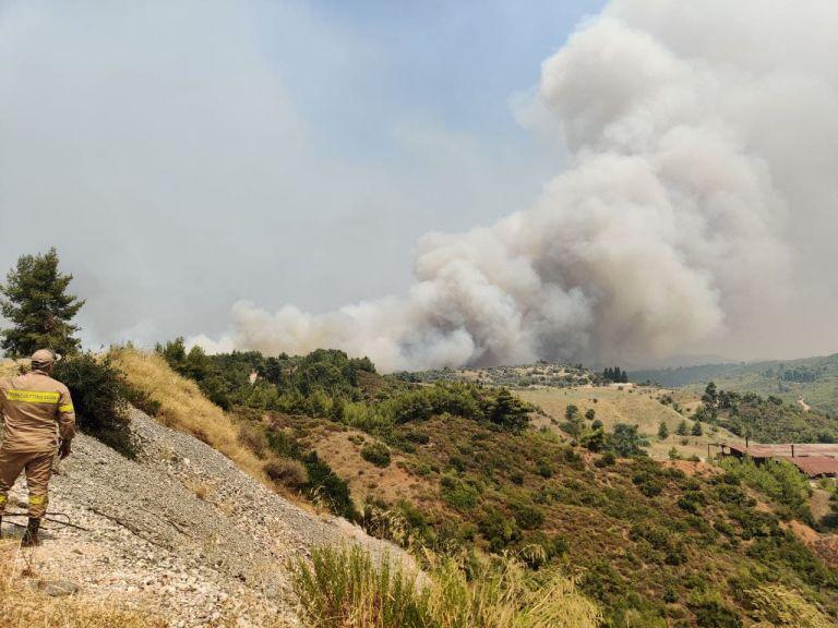 Νέο πύρινο μέτωπο προς Μαραθώνα κι Αγιο Στέφανο | tanea.gr