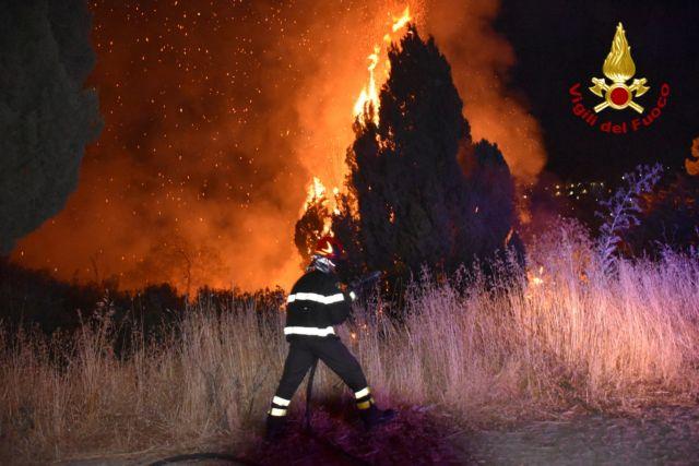 Τα γαλλικά Canadair, μετά την Ελλάδα, θα βοηθήσουν στις φωτιές της Καλαβρίας | tanea.gr